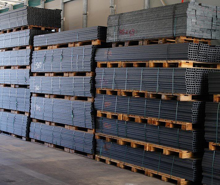 Profili listelli travetti lastre in plastica rigenerata - Profili in plastica per piastrelle ...